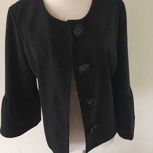 👍🏽 Classy ladies black jacket with 3/4 sleeves😍